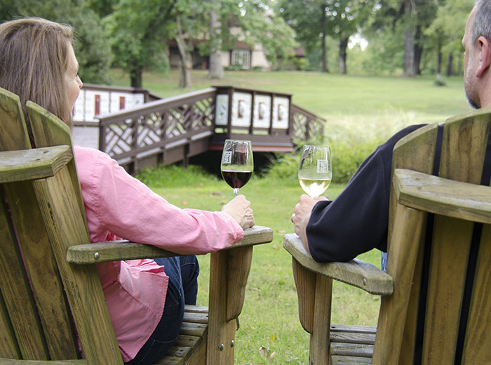 Couple drinking wine outside