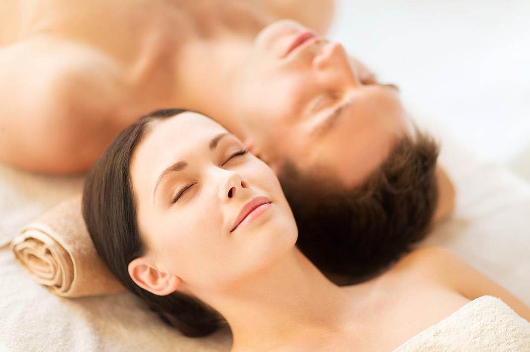Couples massage at our West Virginia spa & inn