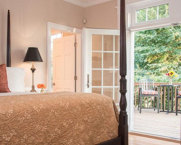 Romantic rooms for your West Virginia Honeymoon