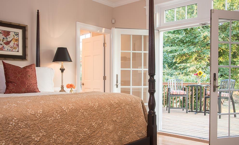 Romantic rooms for your West Virginia Honeymoon
