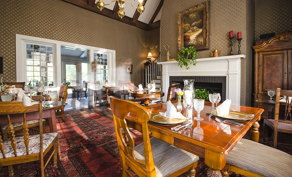 Hillbrook Inn dining room with fireplace