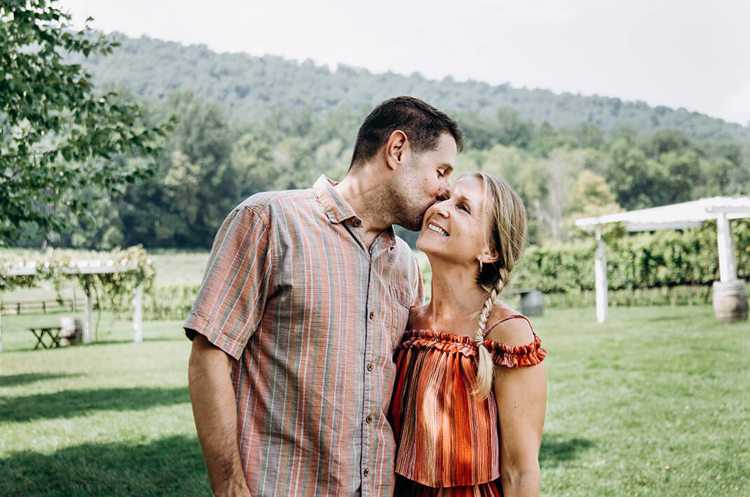 Couple kissing while on a northern Virginia winery tour